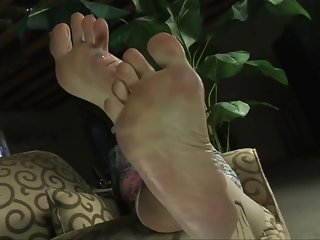 La Creme demands you jerk off and worship her feet.