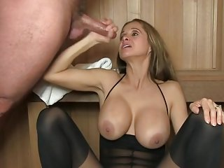 Hot buxomy mature lady performing in handjob XXX video