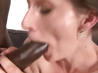 Milf gets pussy smashed by her black boyfriend she cums