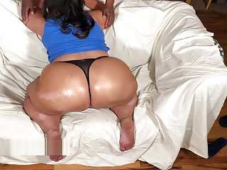 Miss Robbie Lee Teases the Camera By Jiggling tanned Beautiful PawG BooTY!!