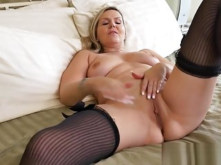 Very Sexy Mother In Law Velvet Skye Gives Blowjob Sweet Tender Friend