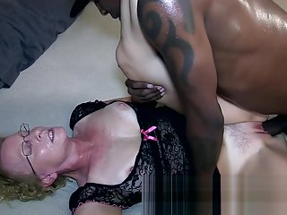 Sloppy Interracial Creampie FROM SEXDATEMILF.COM