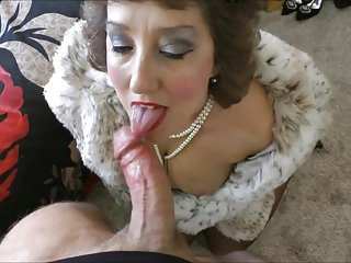 stockingbabe_096_Pearls and fur HQ